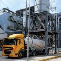 Bulk solids discharging and loading chute below silo