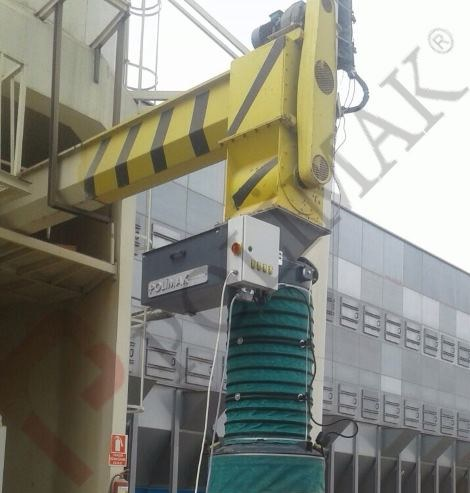 Loading spout screw conveyor bulk solid feeding to open trucks